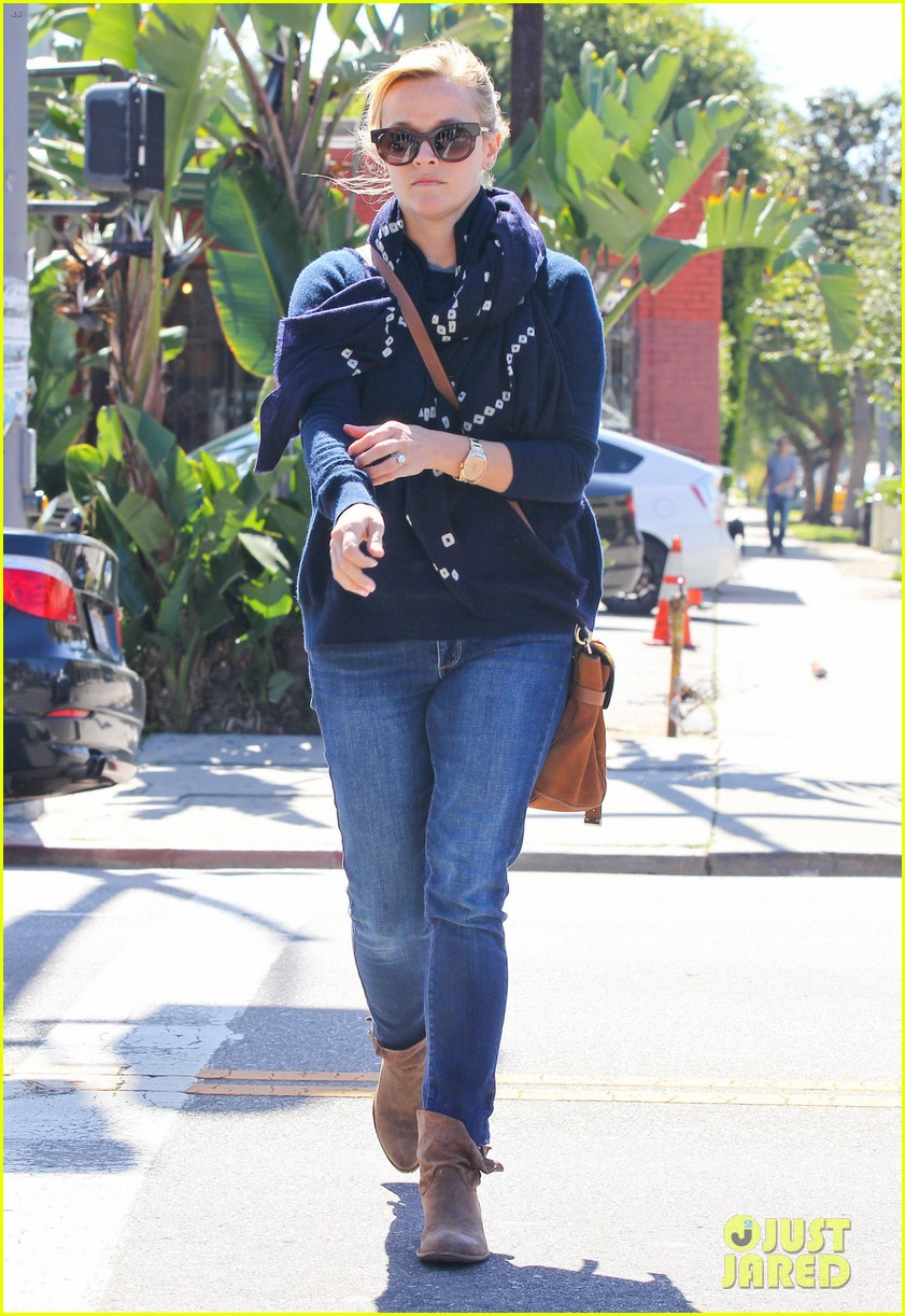 reese witherspoon sunday shopping spree 01