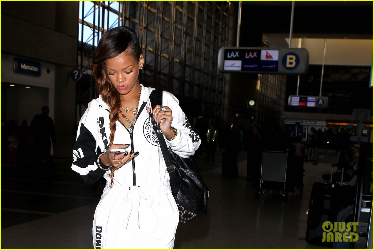 rihanna all white lax departure 02