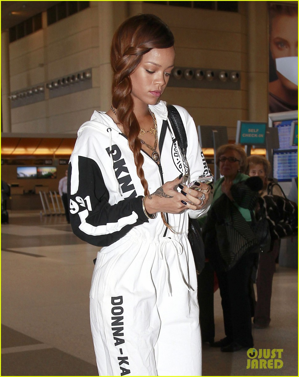 rihanna all white lax departure 08