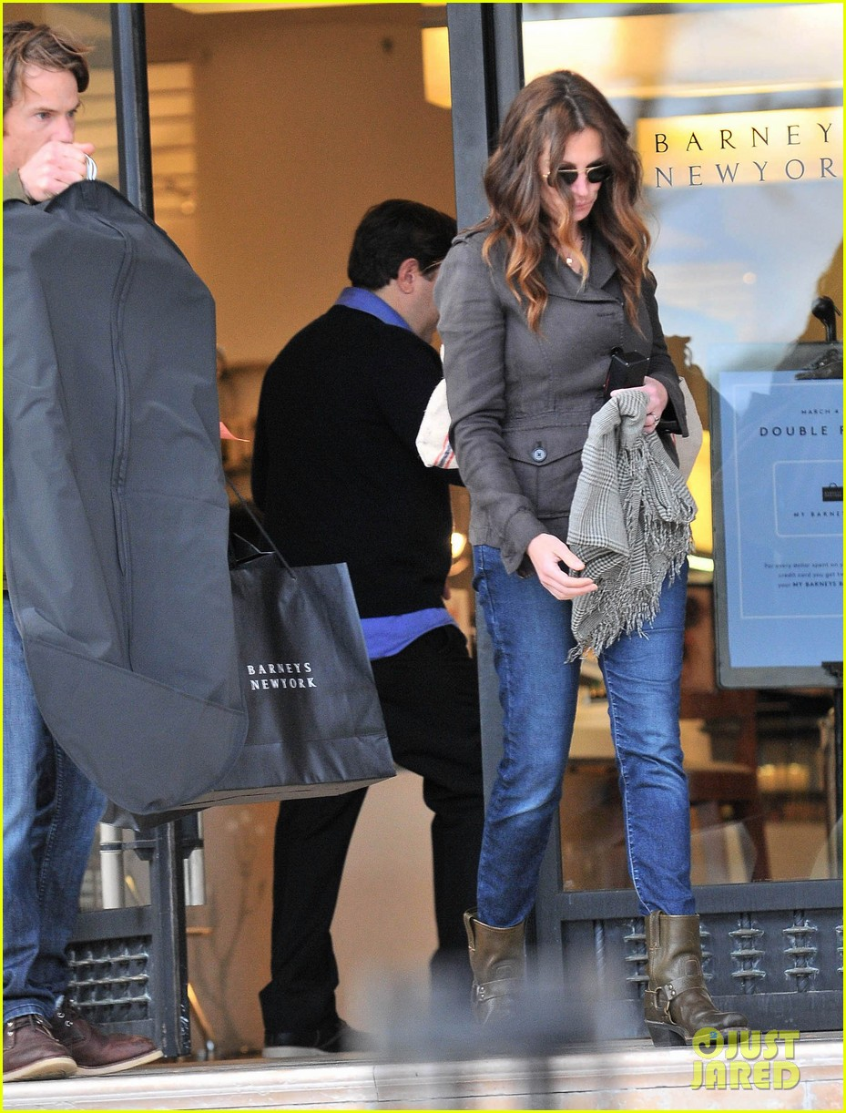 julia roberts barneys new york shopper 112827303