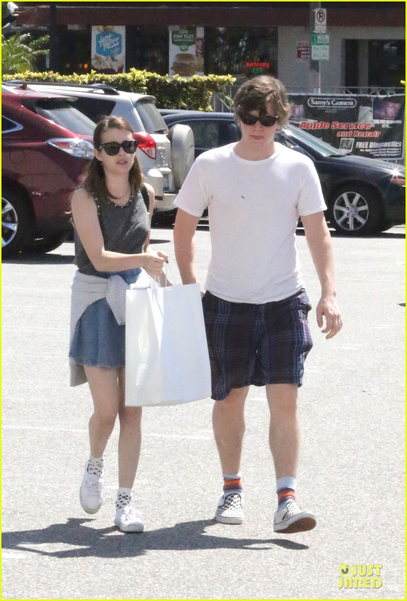 emma roberts evan peters samys camera couple 02