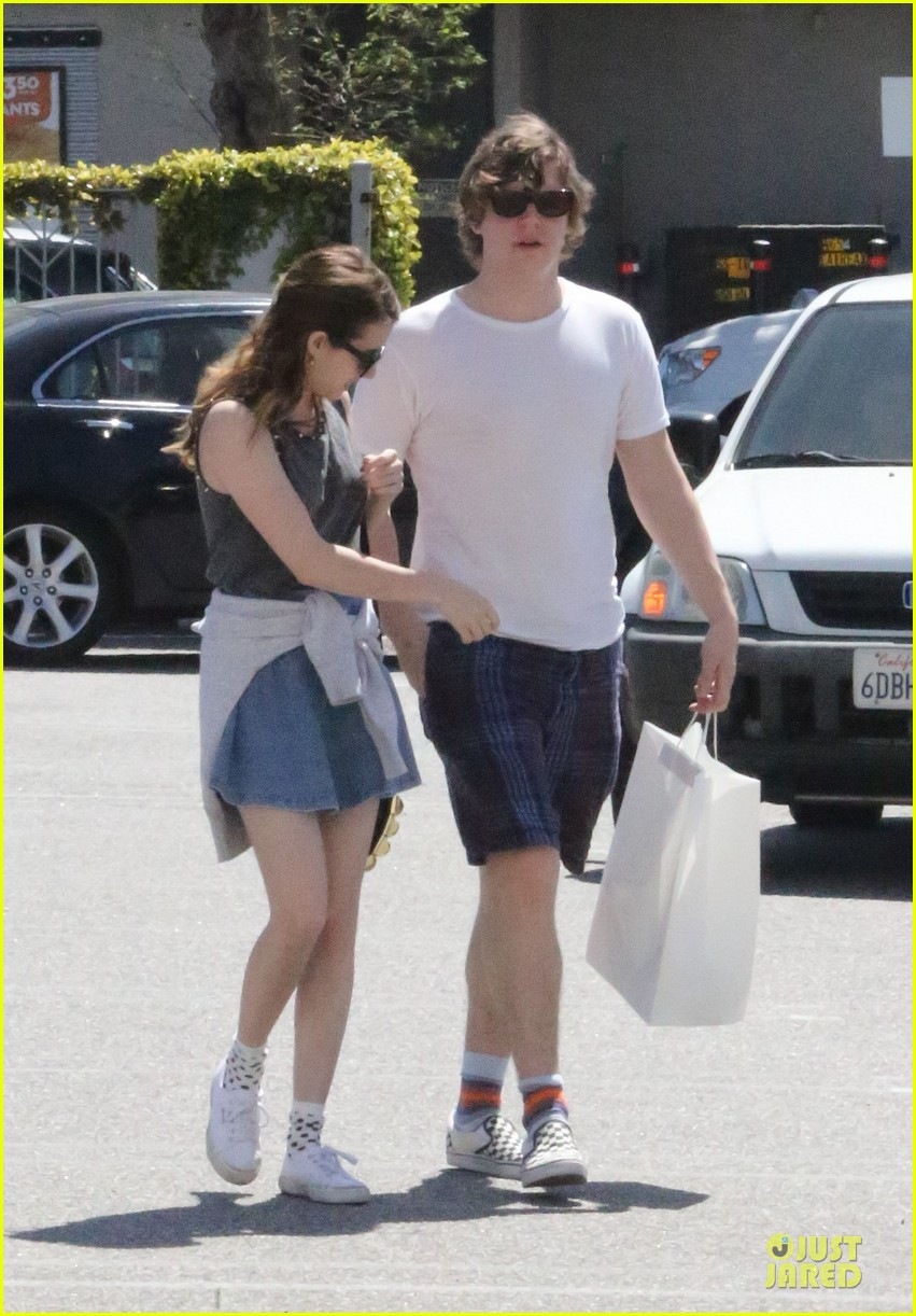 emma roberts evan peters samys camera couple 152840545