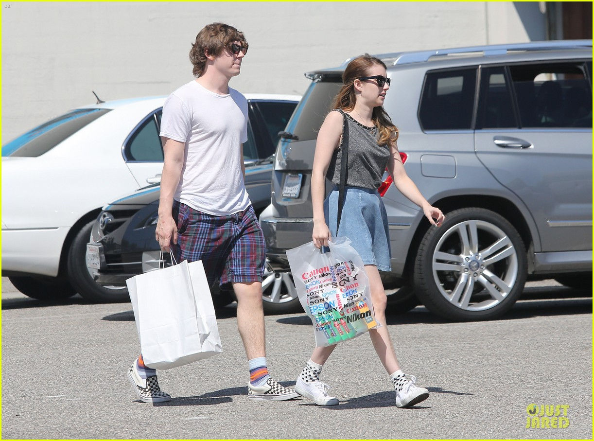 emma roberts evan peters samys camera couple 23
