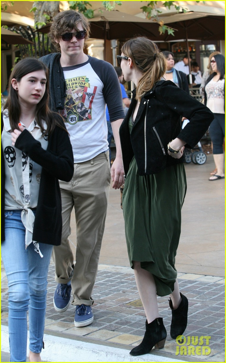 emma roberts evan peters the grove outing 082837522