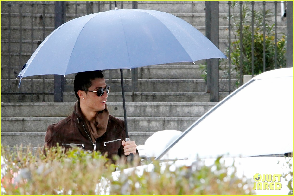 cristiano ronaldo rainy madrid day with cristiano jr 04