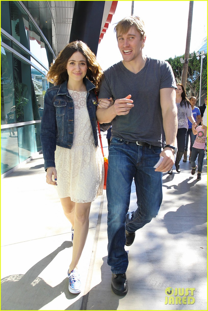 emmy rossum tyler jacob moore lakers game kiss 032828814