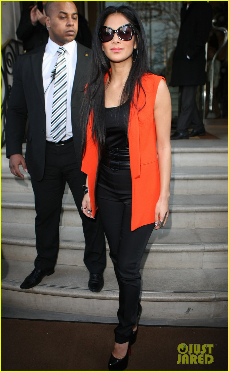 nicole scherzinger lovely in london 112825232