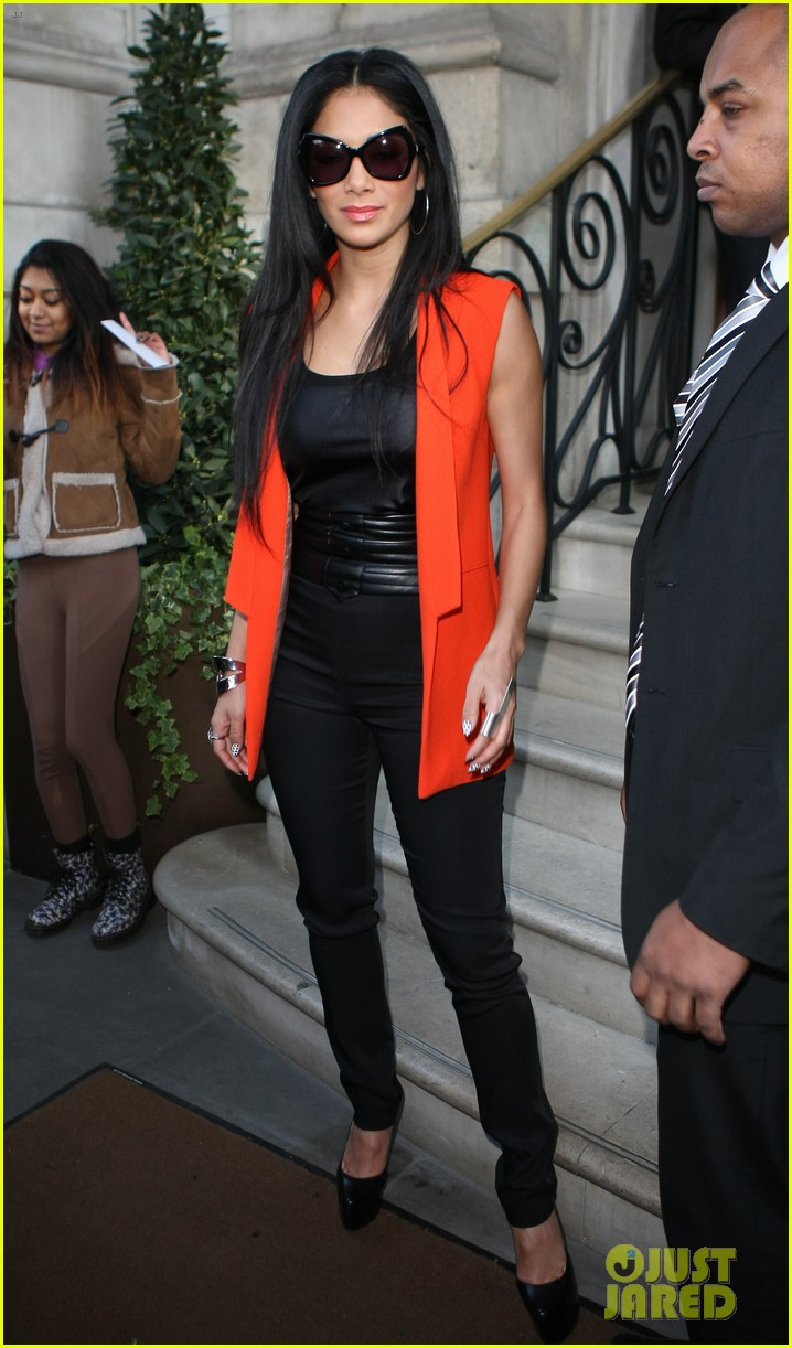 nicole scherzinger lovely in london 14