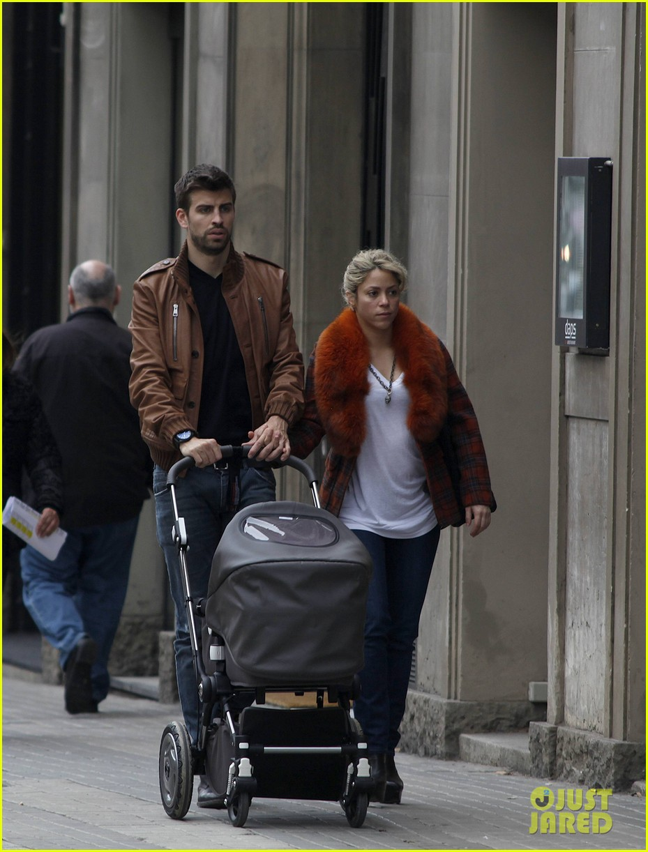 shakira gerard pique family picture with baby milan 01