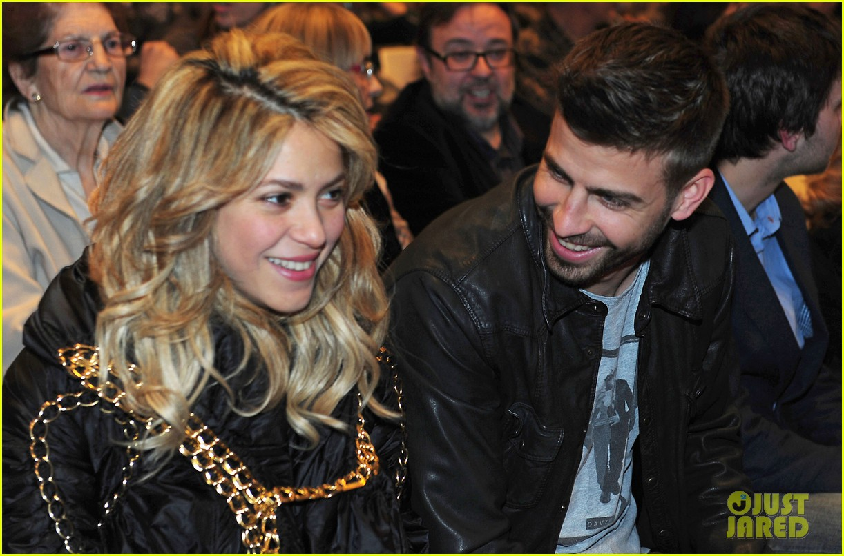 Gerard Piqué with sexy, Girlfriend Shakira