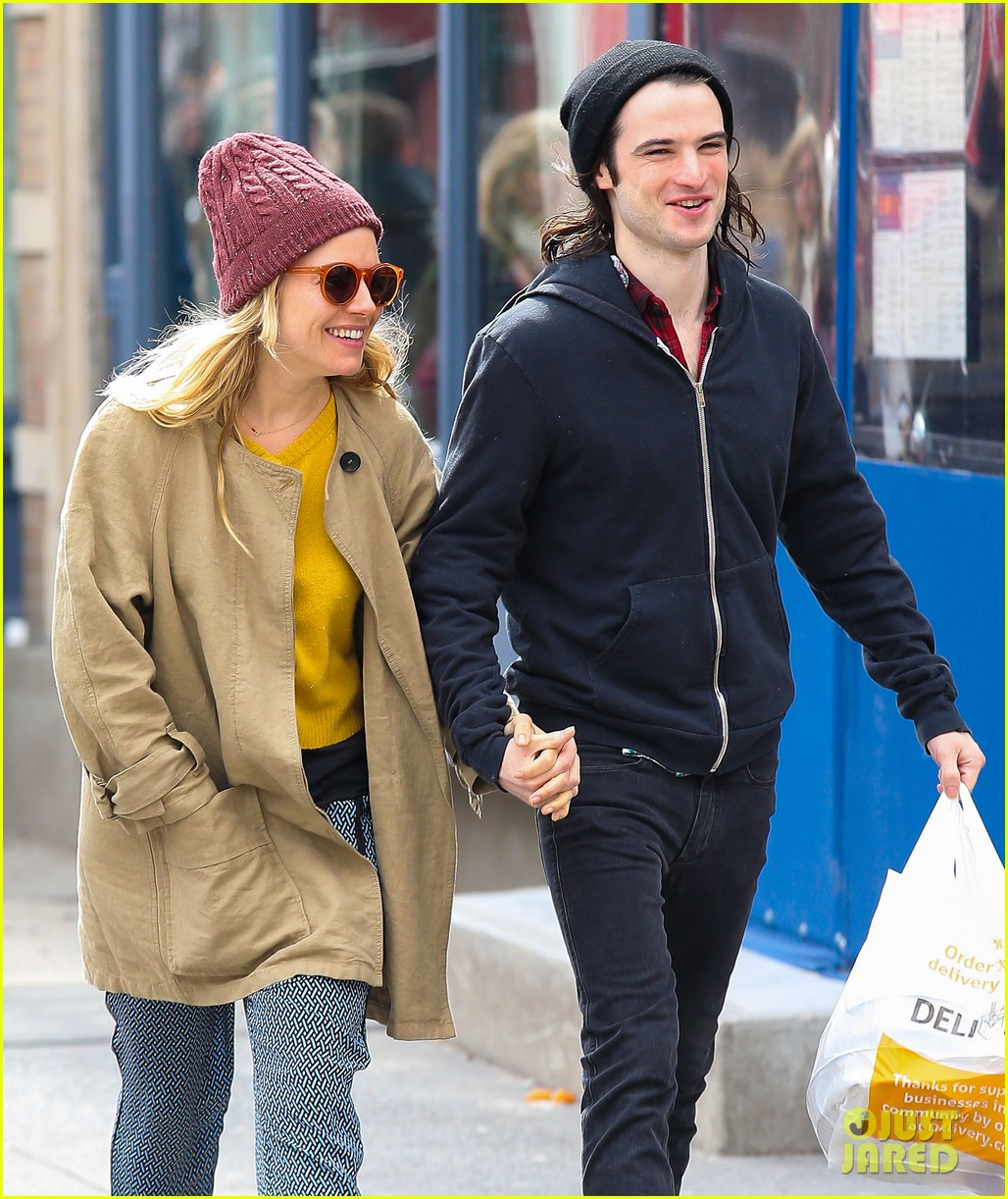 sienna miller tom sturridge hold hands in nyc 07