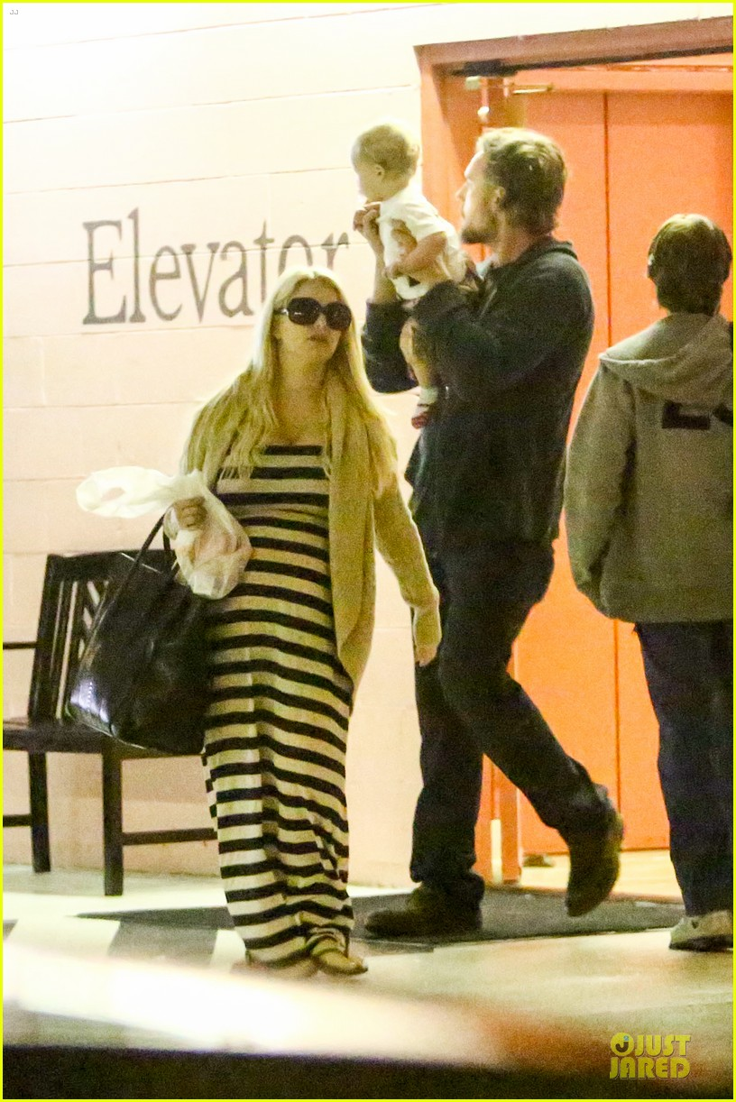 pregnant jessica simpson eric johnson doctors office with maxwell 102839971