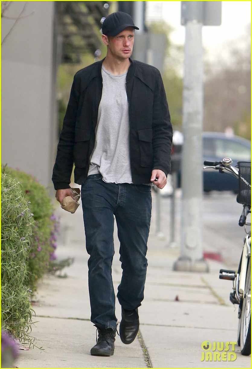 alexander skarsgard bruised eye in los angeles 01