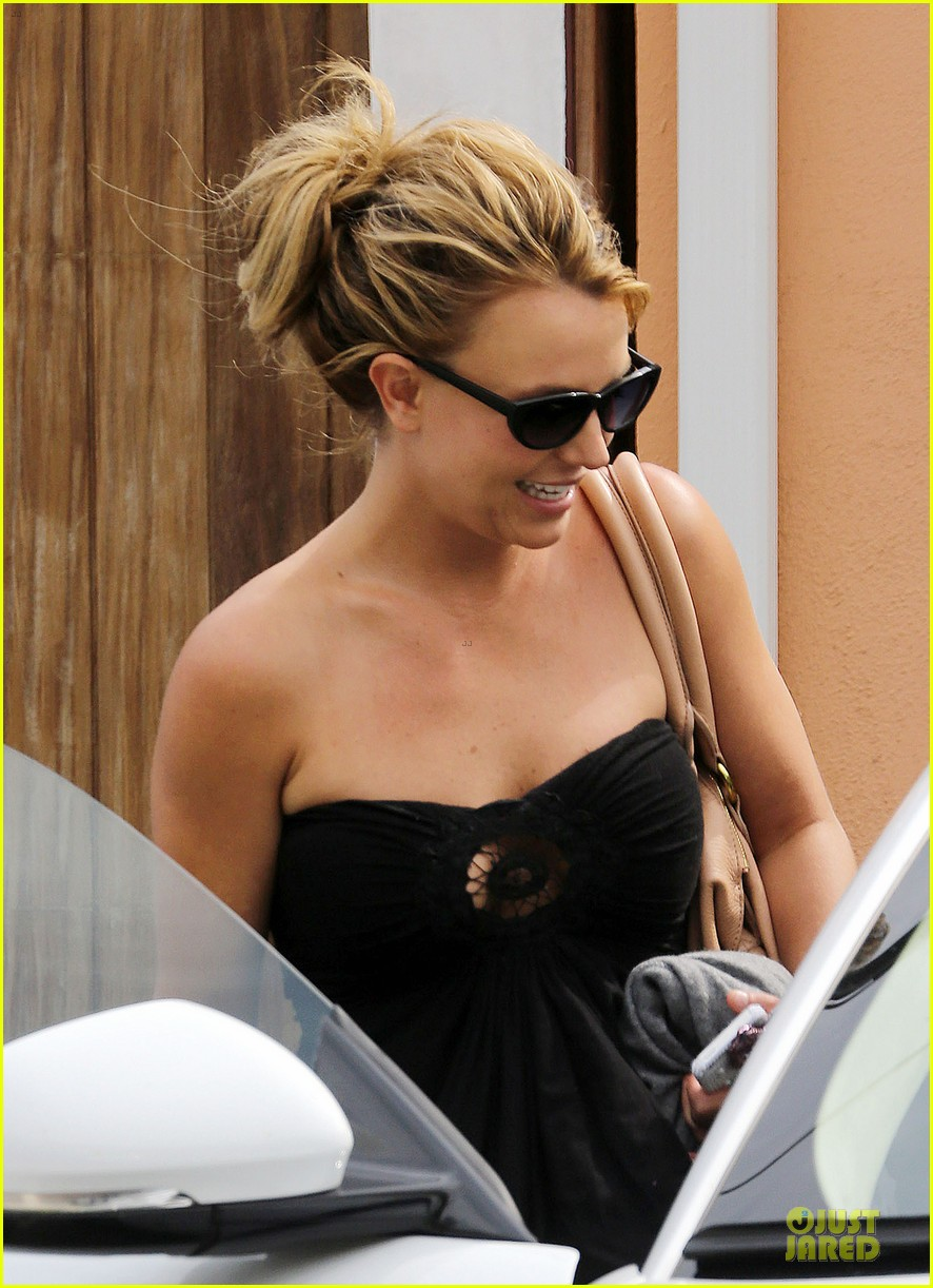 britney spears malibu visiting friend 13