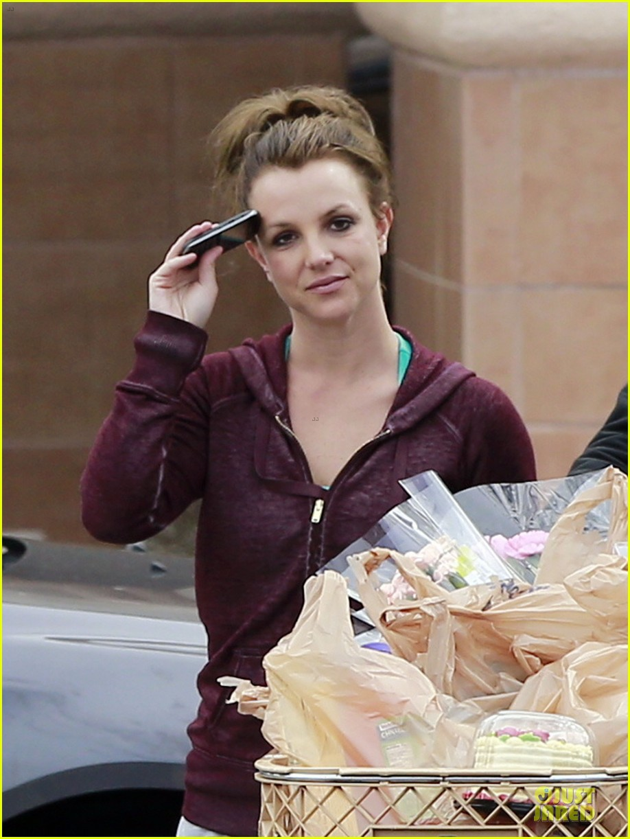 britney spears flowering grocery stop 02