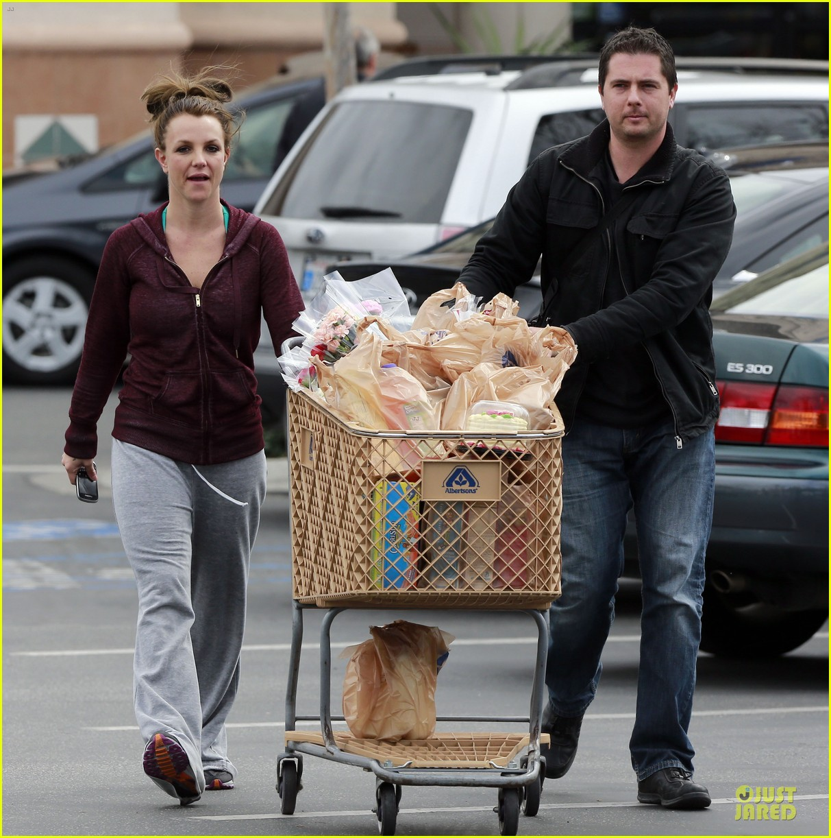 britney spears flowering grocery stop 13