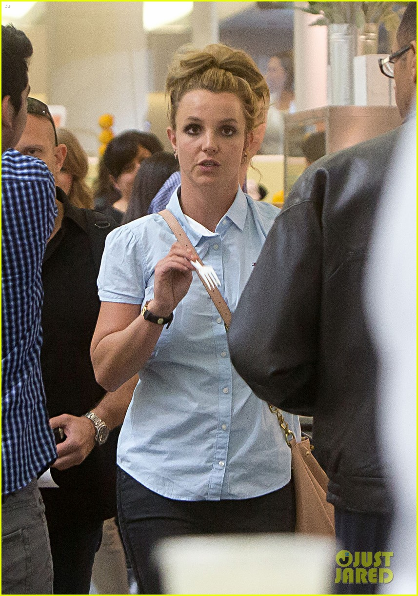 britney spears jets to new orleans with the boys 02