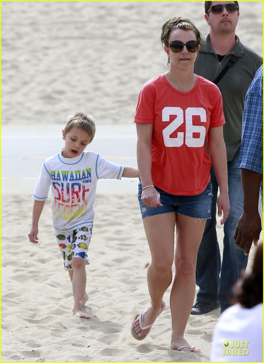 britney spears santa barbara beach day with the boys 202823900