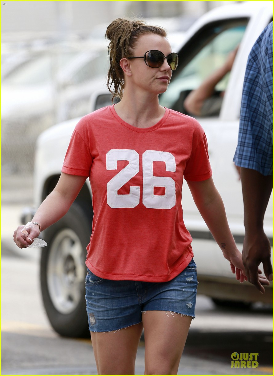 britney spears santa barbara beach day with the boys 22