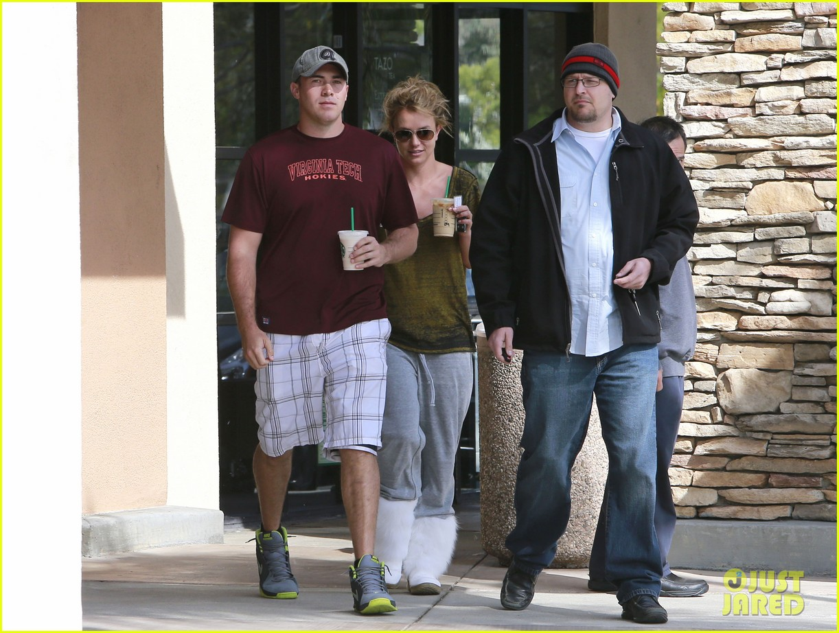 britney spears david lucado starbucks stop 05