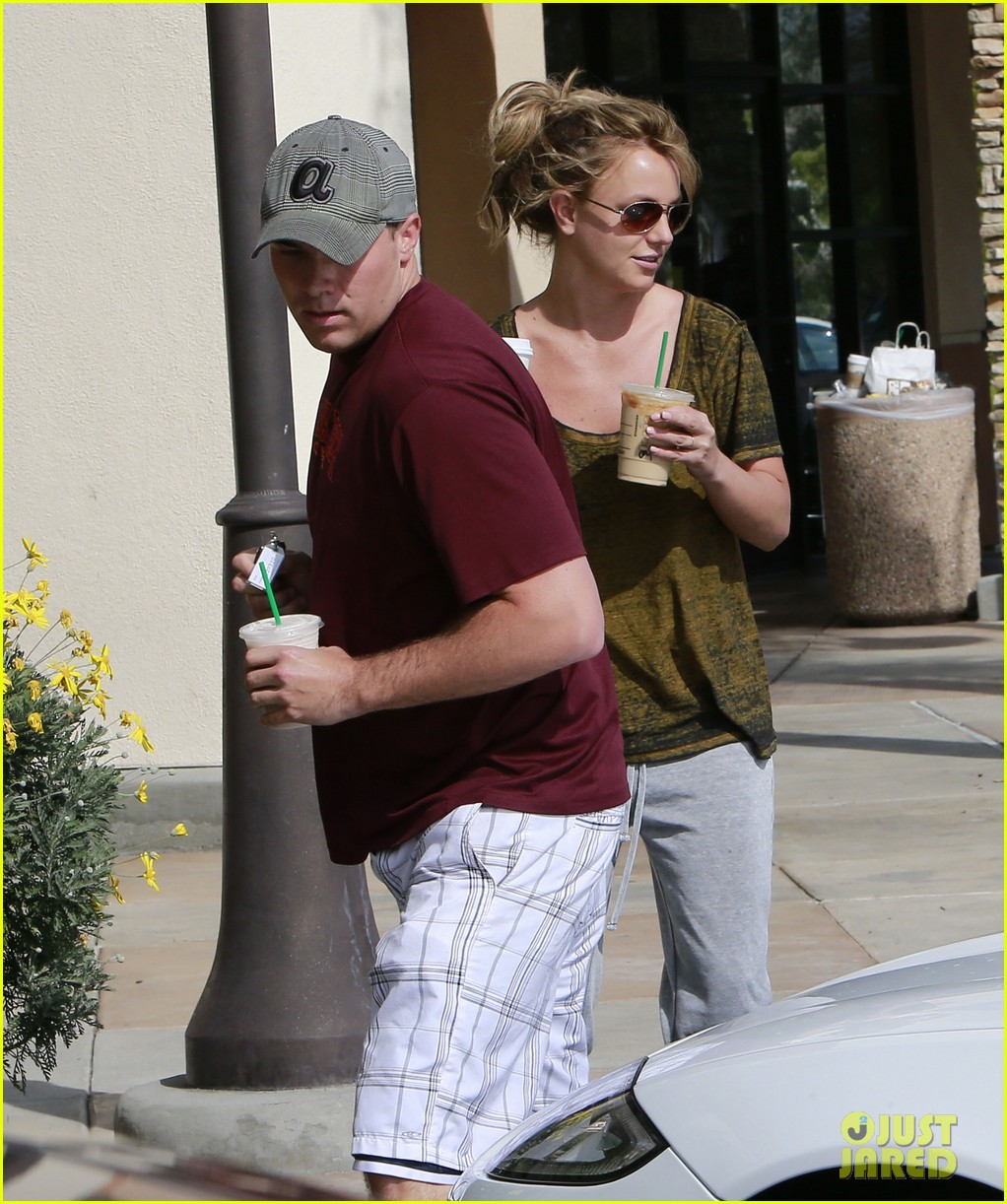 britney spears david lucado starbucks stop 102833535