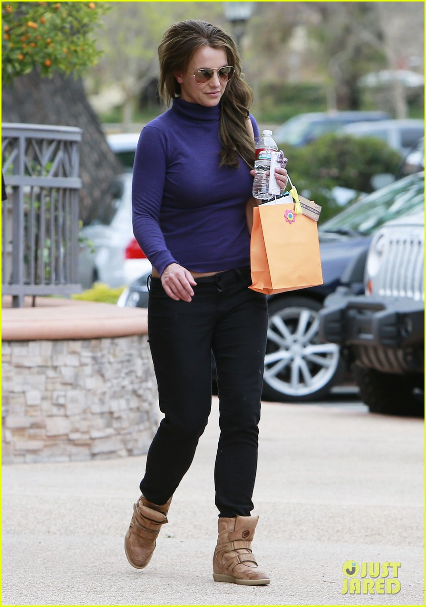 britney spears skin care salon visit 15
