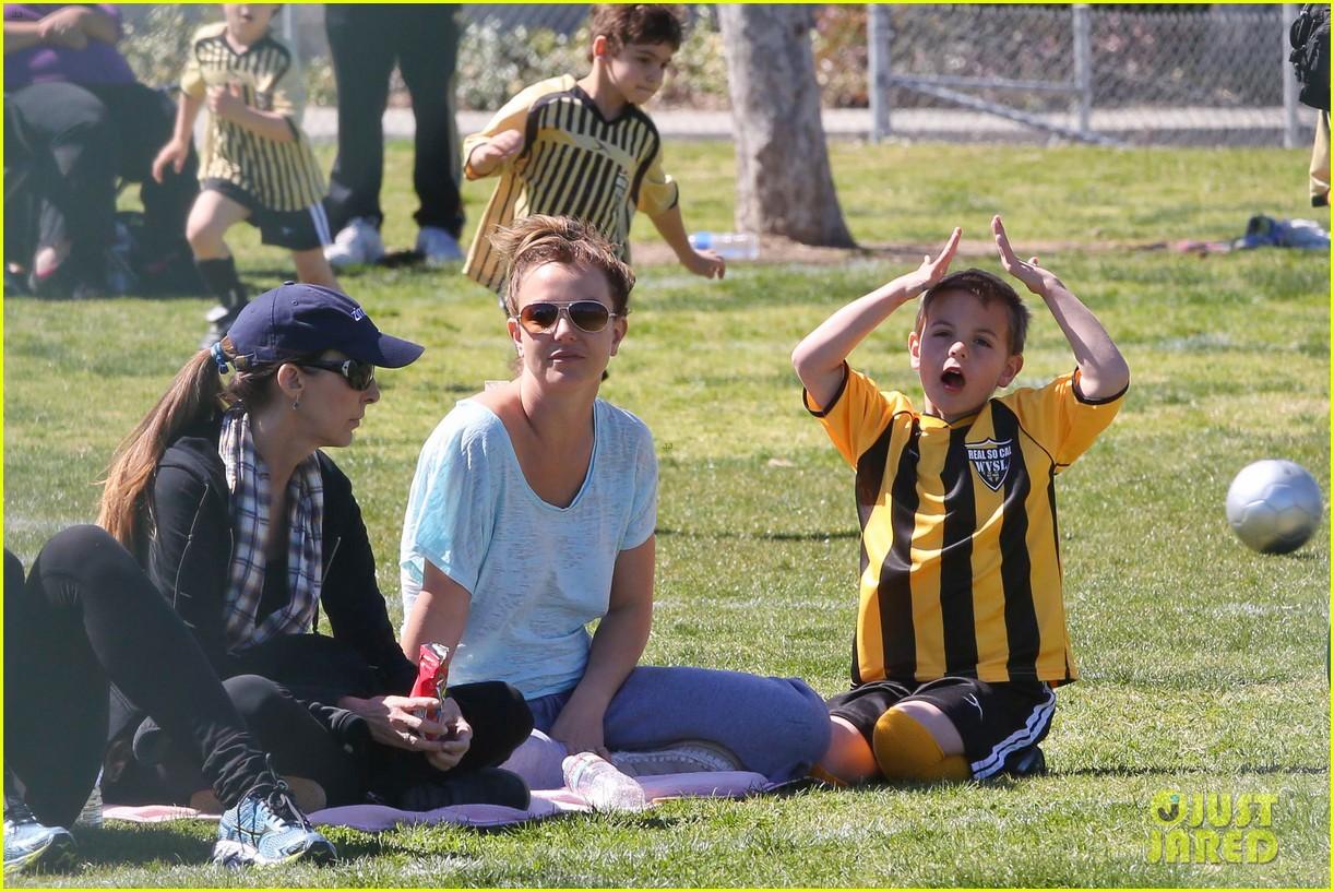 britney spears sunday soccer mom 27