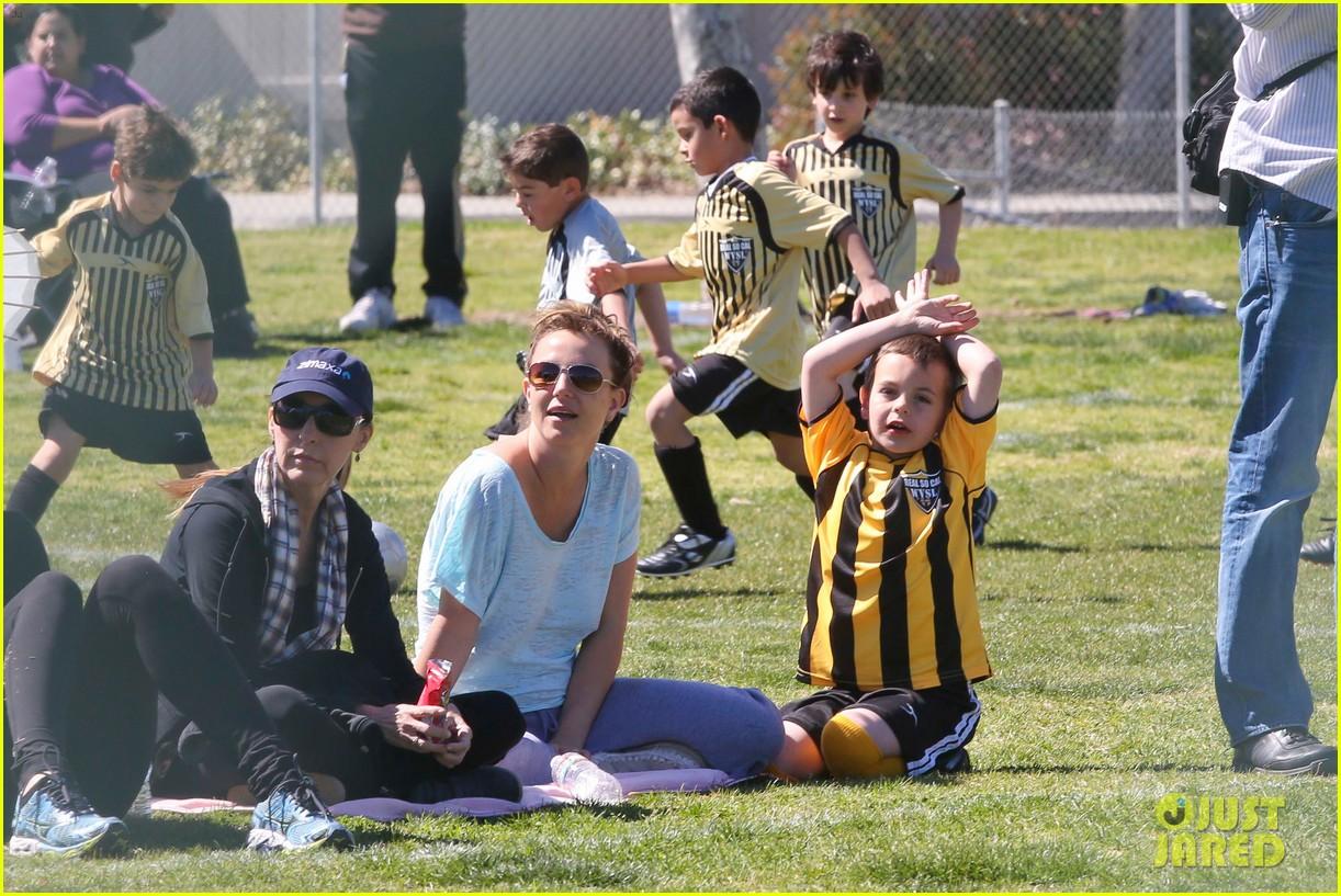 britney spears sunday soccer mom 28