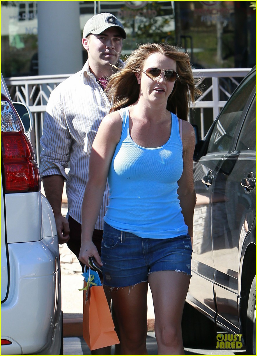 britney spears tanning with david lucado 19