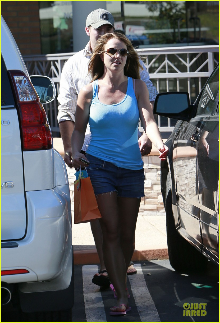 britney spears tanning with david lucado 23
