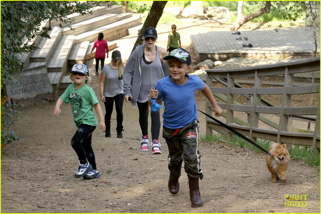 gwen stefani hiking with kingston zuma 19