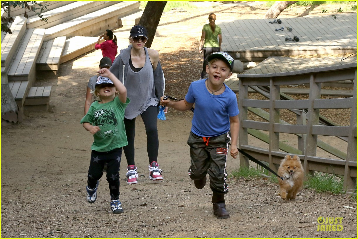 gwen stefani hiking with kingston zuma 232836252
