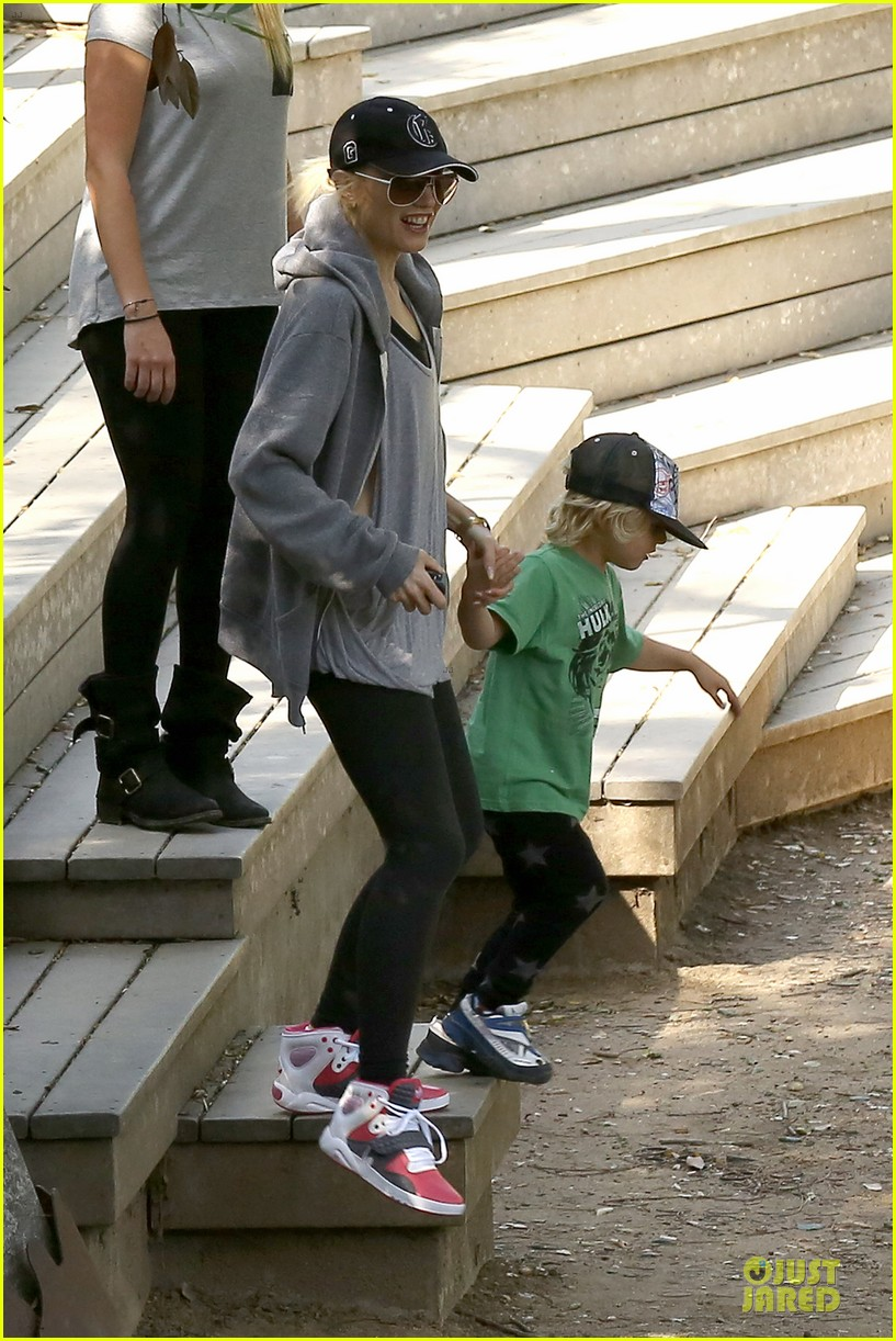 gwen stefani hiking with kingston zuma 28