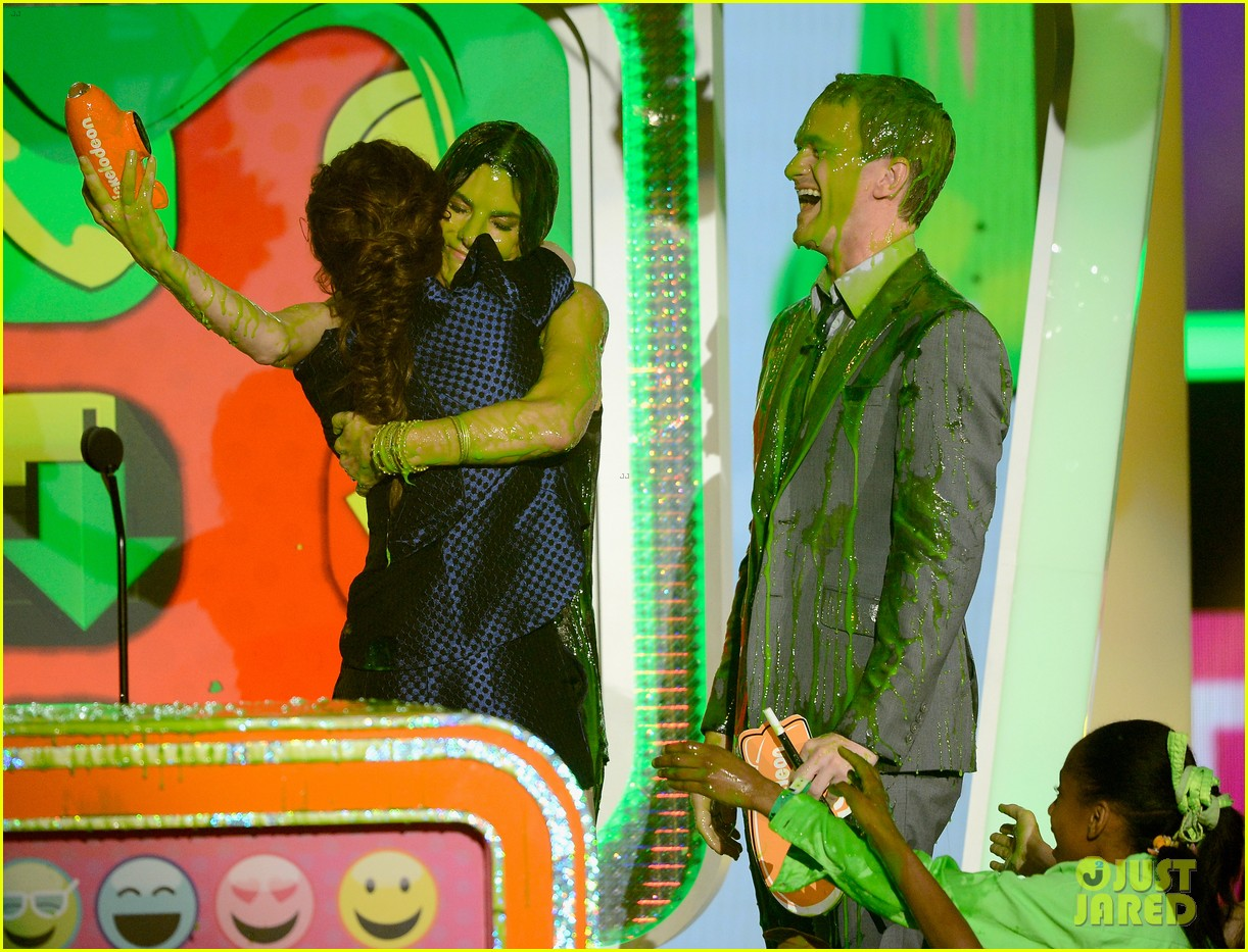 kristen stewart slime victim at kids choice awards 2013 08