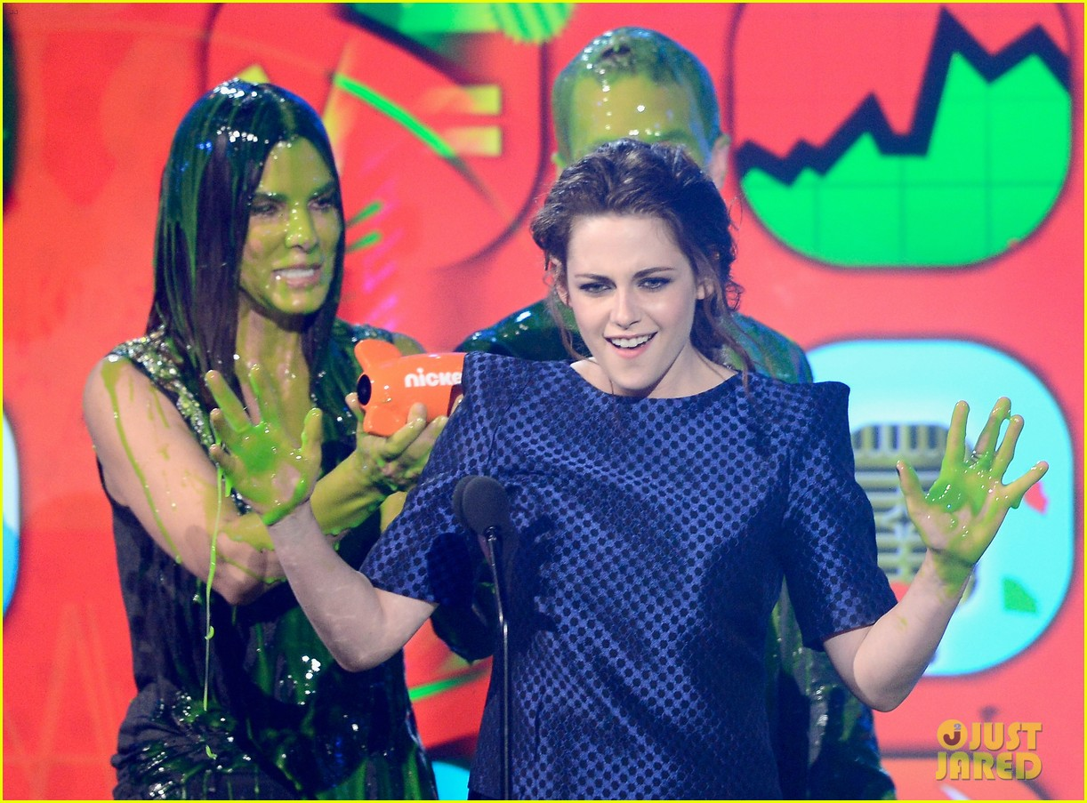 kristen stewart slime victim at kids choice awards 2013 102836544