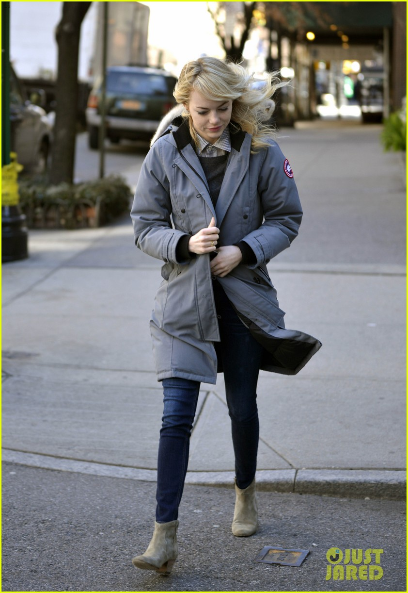 emma stone andrew garfield bundle up in canada goose 13