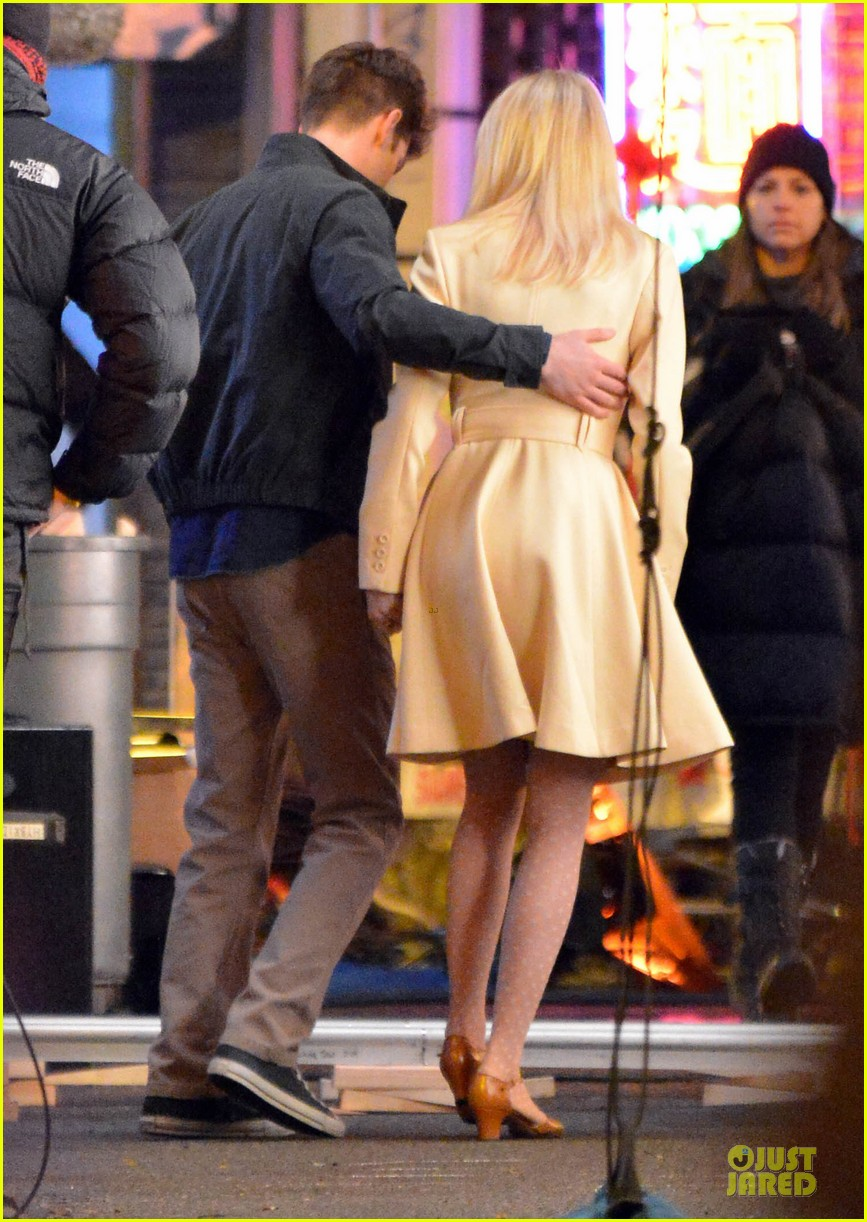 emma stone andrew garfield scene stealing couple on amazing spiderman 2 set 032823566