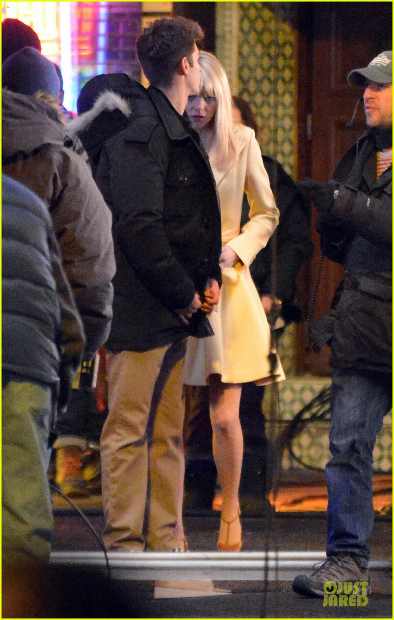 emma stone andrew garfield scene stealing couple on amazing spiderman 2 set 182823581
