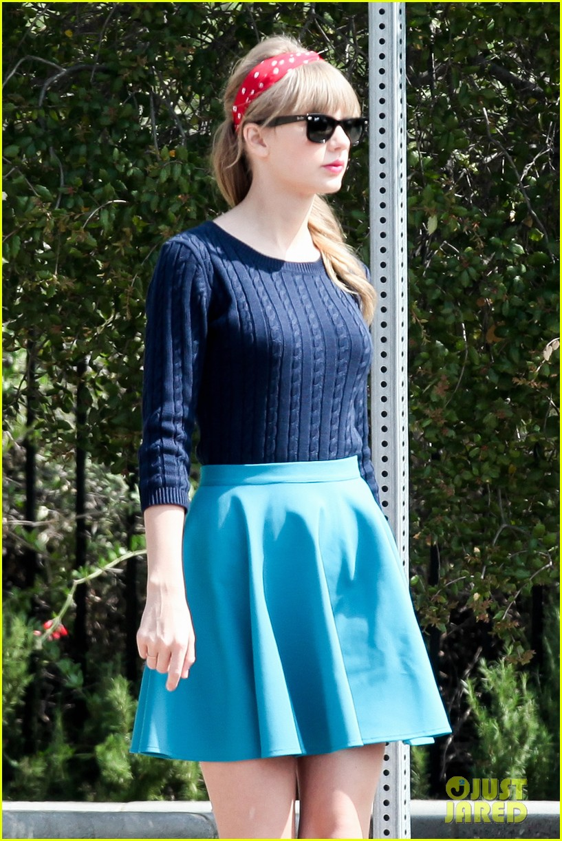 taylor swift trampoline jumper at photo shoot 22