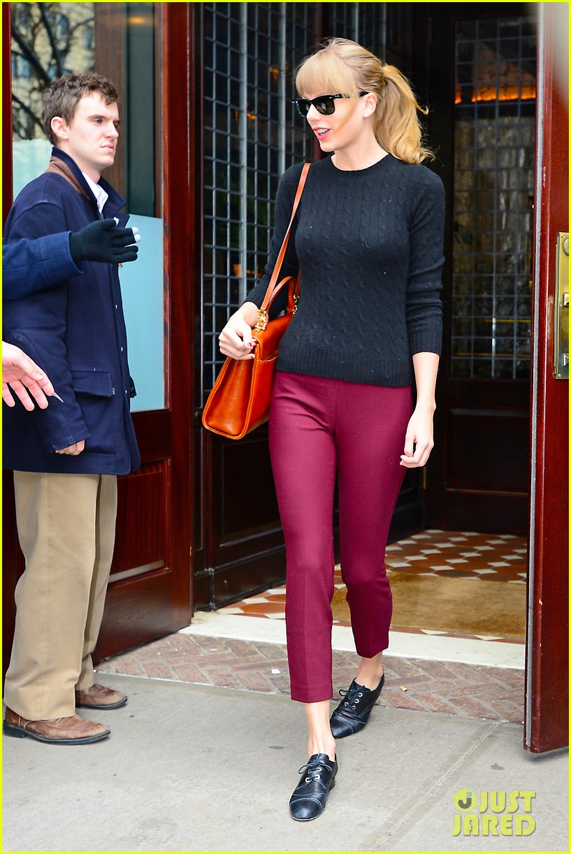 taylor swift paints the town red in new york city 132838723
