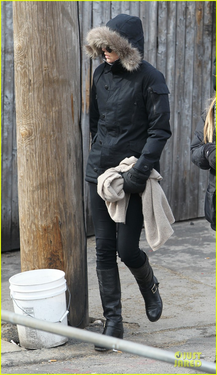 charlize theron hatfields mccoys set with sophia bush 03
