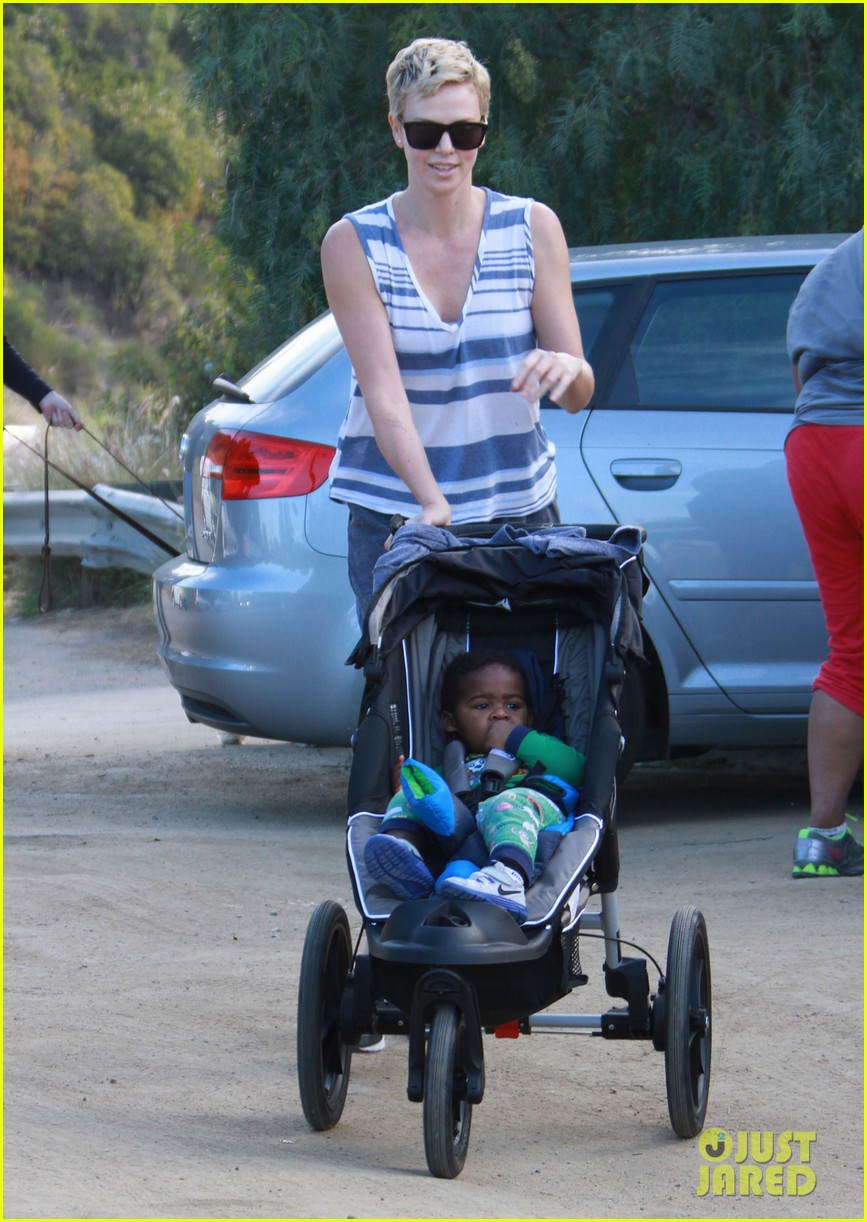 charlize theron runyon canyon hike with jackson 08