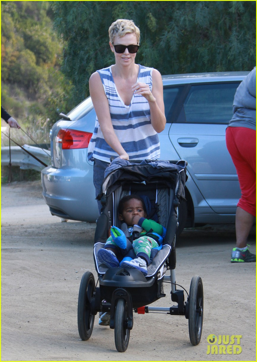 charlize theron runyon canyon hike with jackson 09