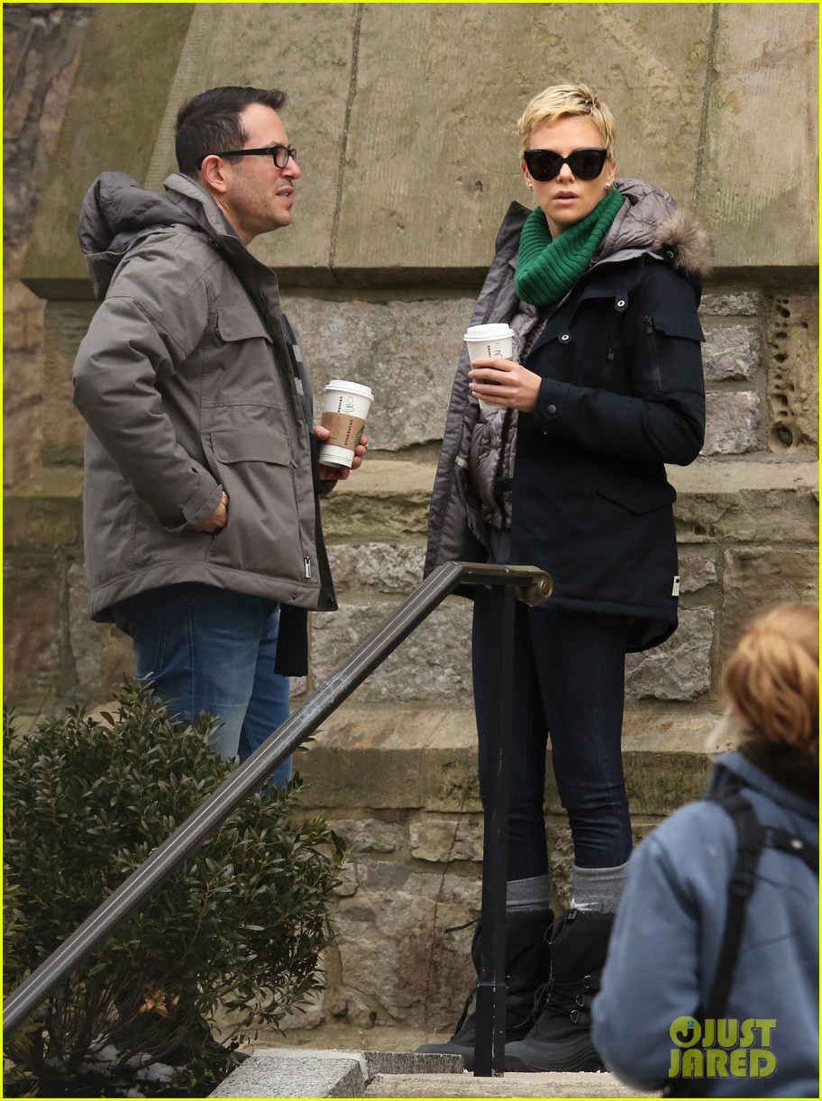charlize theron not dating seth macfarlane 072835416