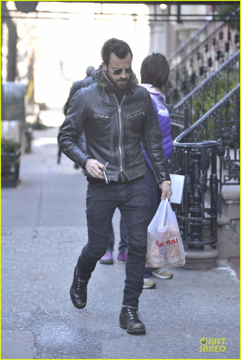justin theroux is great guy raves chelsea handler 01