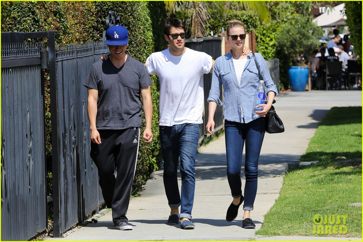 emily vancamp joshua bowman fratelli cafe couple 092837387
