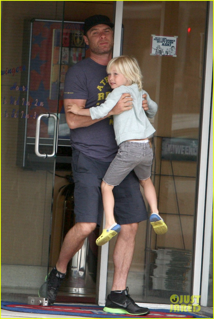 naomi watts liev schreiber saturday family errands 012840876