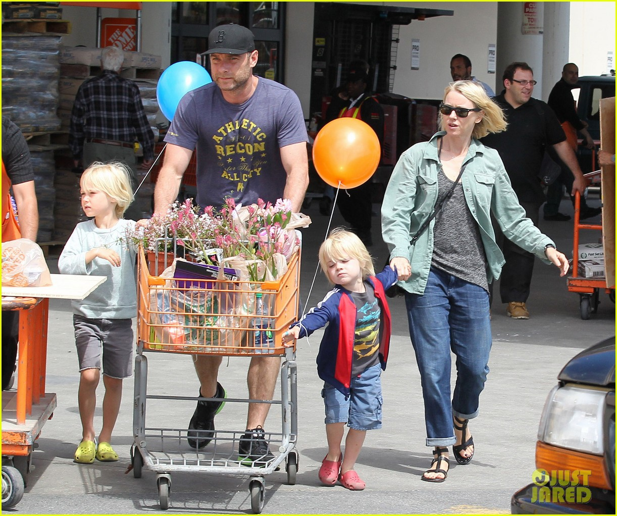 naomi watts liev schreiber saturday family errands 102840885