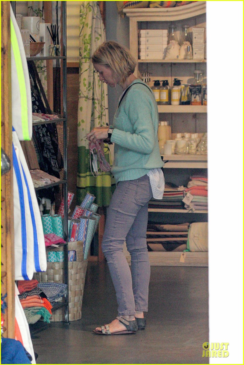 naomi watts neighboring visit with the boys 13