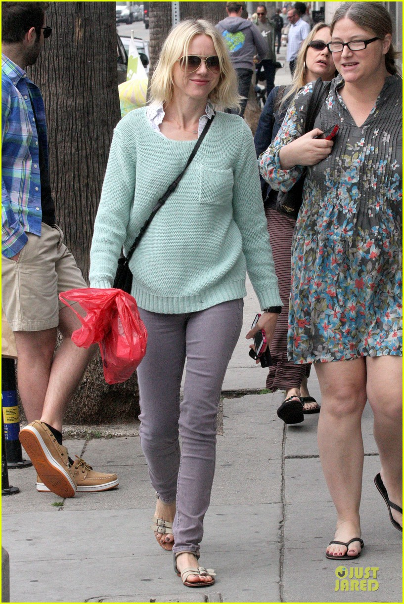 naomi watts neighboring visit with the boys 17